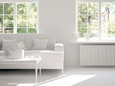 fenêtre blanche en bois