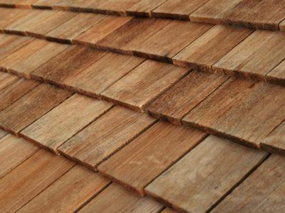 La tuile en bois : l'atout charme pour une toiture !