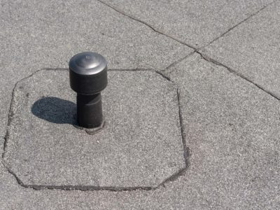 Est-il obligatoire de ventiler et aérer les toitures plates?