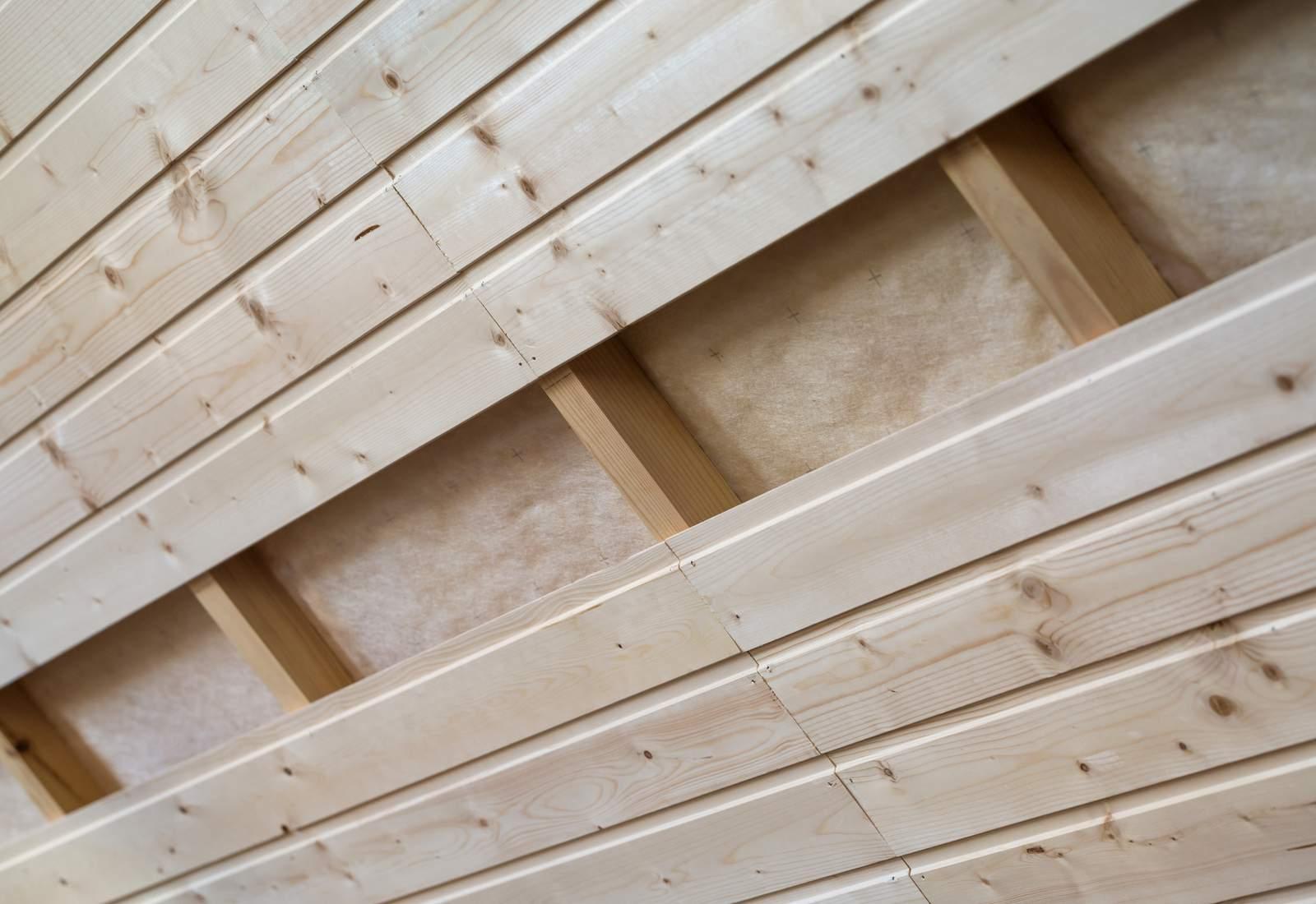 lambris en bois pour une finition naturelle quotatis. Black Bedroom Furniture Sets. Home Design Ideas