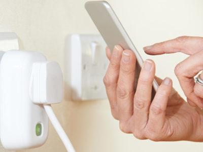 Pourquoi choisir les prises électriques connectées?