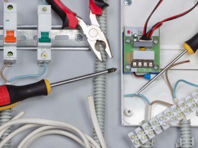 Comment réaliser sa rénovation électrique ?