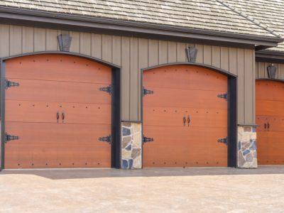 Comment installer une porte de garage battante?