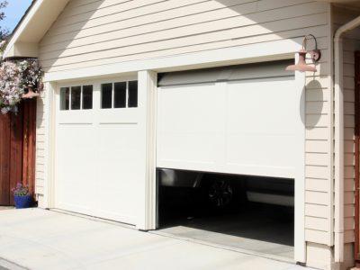 Comment installer une porte de garage enroulable?