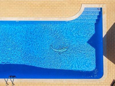 Zoom sur la piscine en kit béton