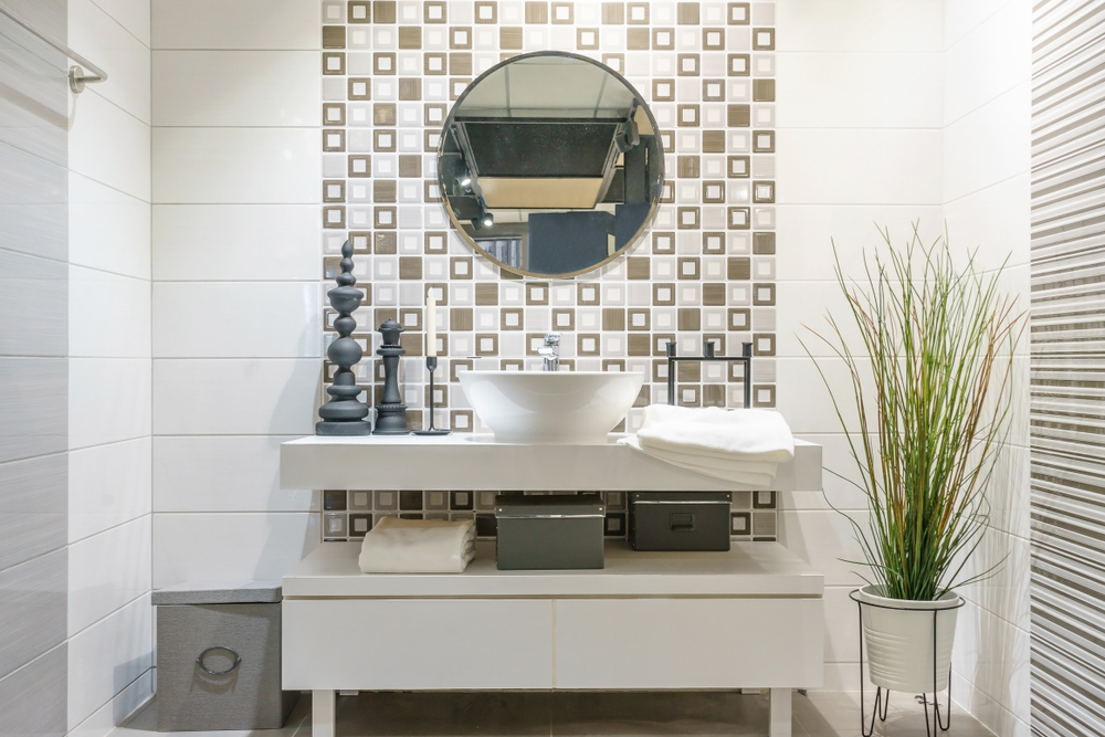 Comment choisir un panneau mural de salle de bains - Sechoir salle de bain mural ...