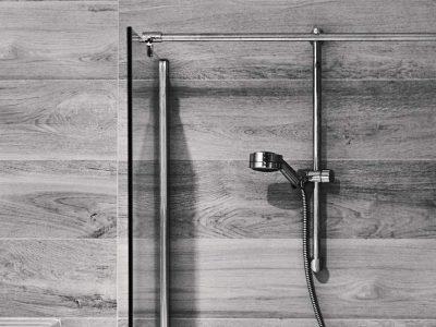 Revêtement mural douche à l'italienne