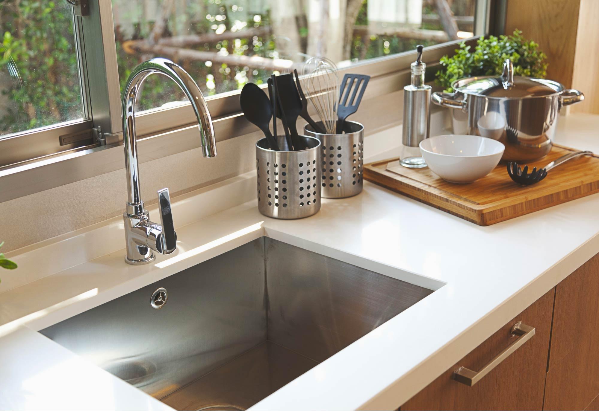 Nettoyer Evier Resine Tache comment installer, monter un évier ou un lavabo de cuisine ?