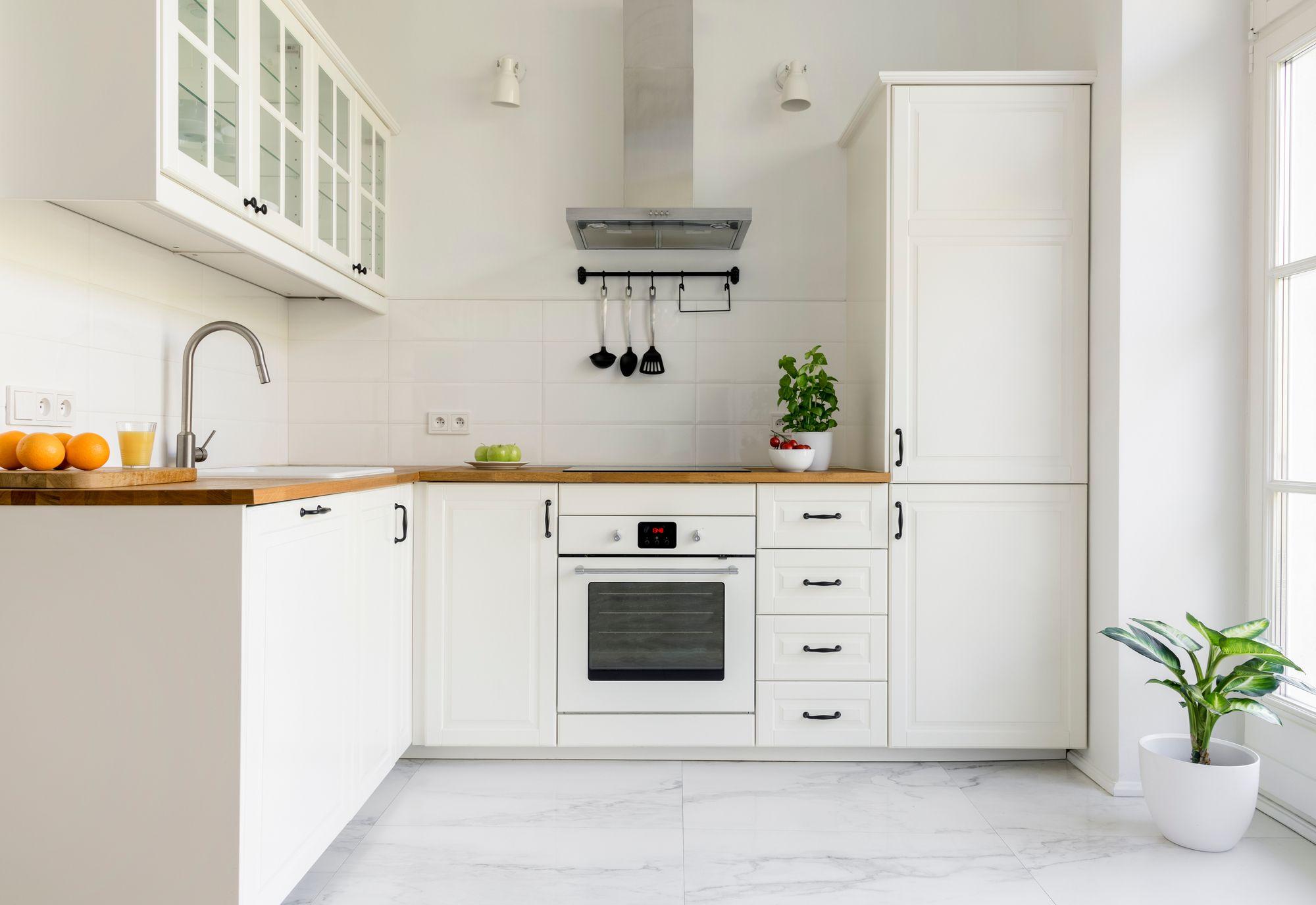 Comment installer monter une colonne de cuisine - Comment installer une cuisine equipee ...