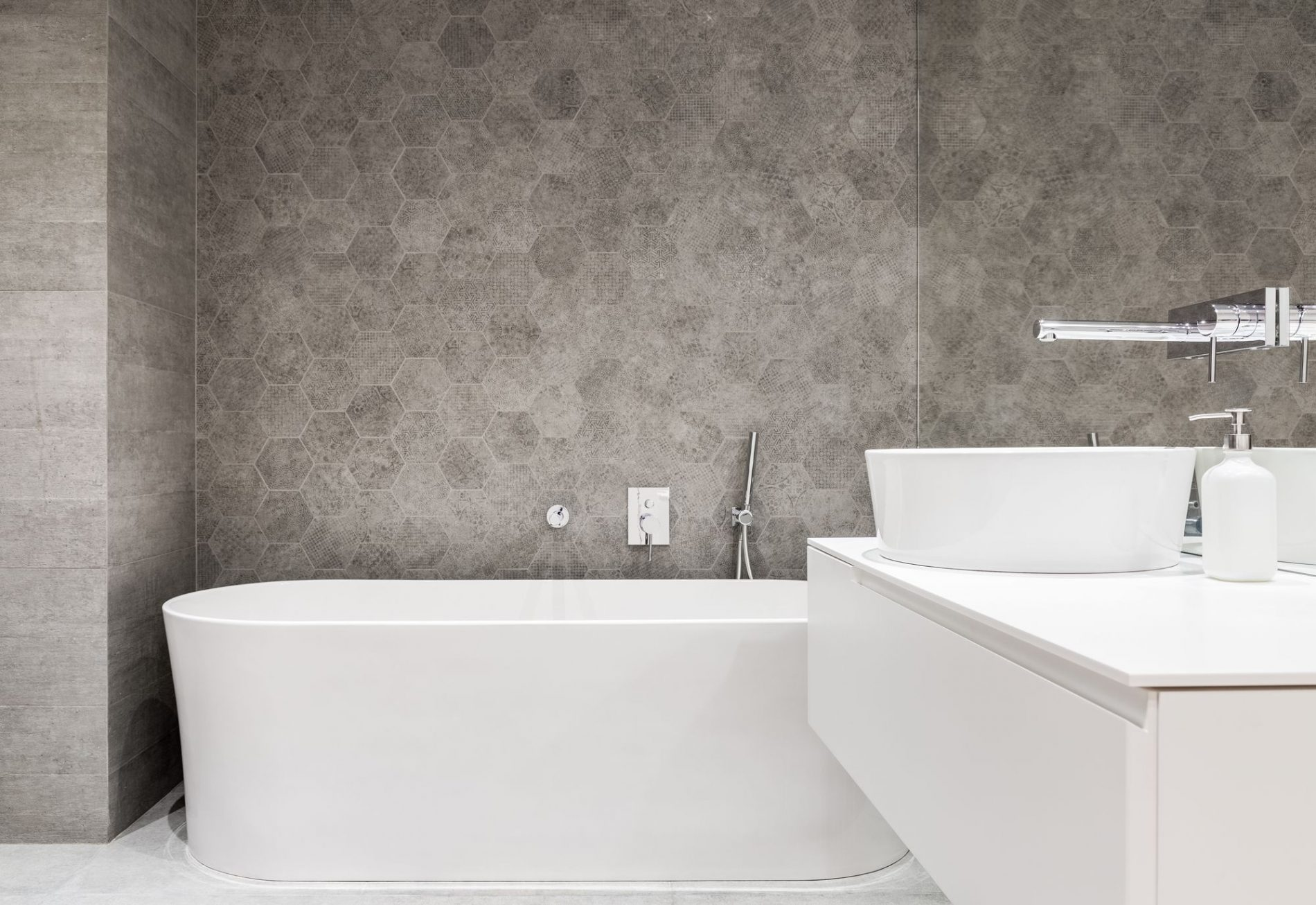 Comment peindre son carrelage de salle de bains - Comment peindre carrelage salle de bain ...