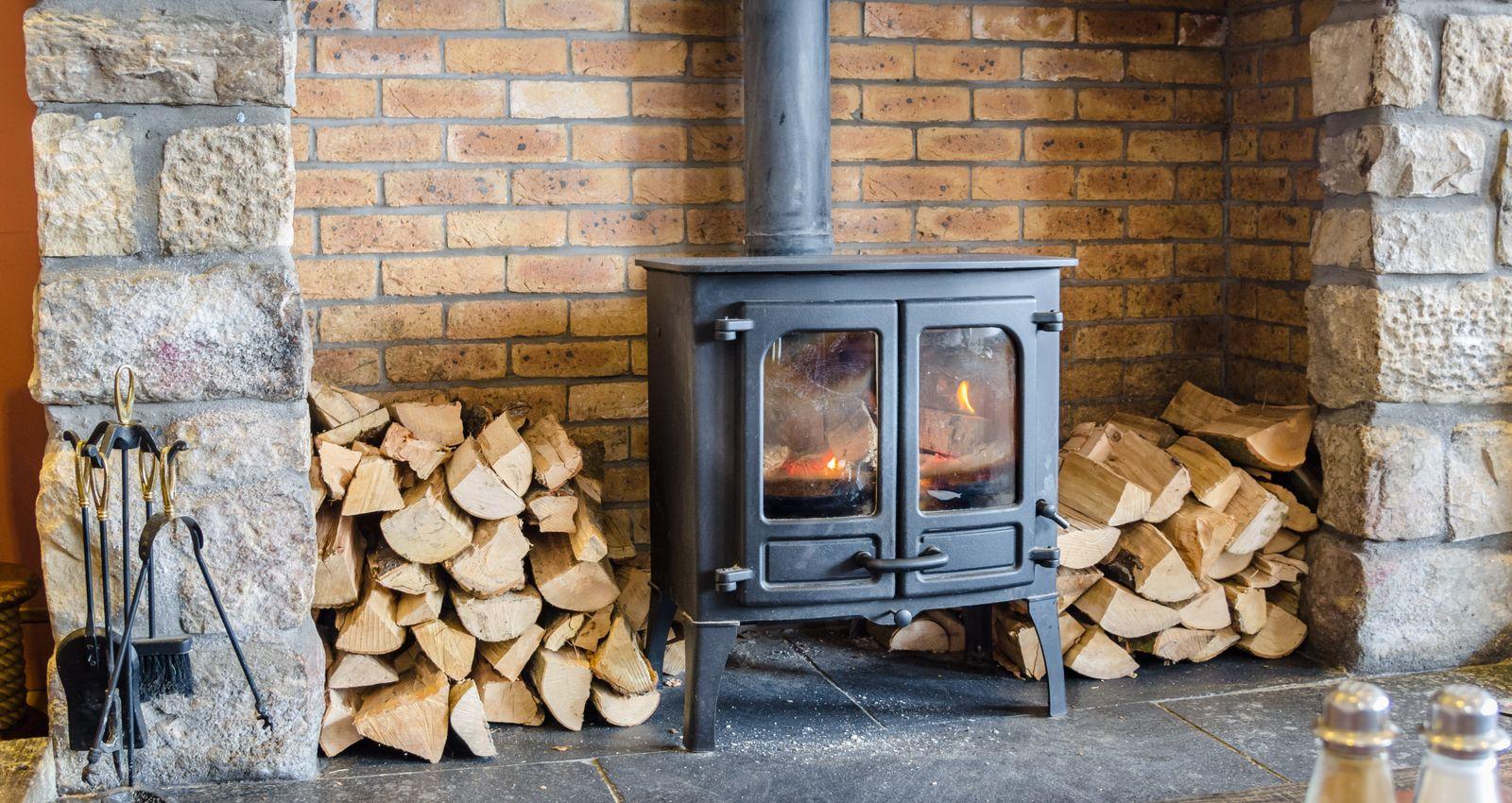 Distance Autour D Un Poele A Bois comment installer un poêle à bois ou à granulé ?
