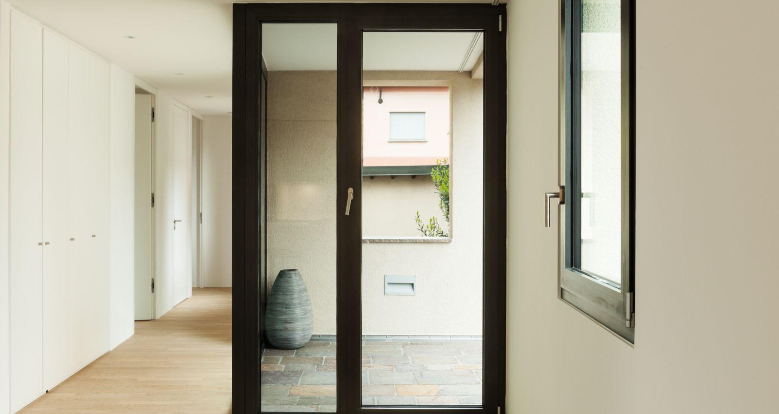 Combien Coute Une Baie Vitrée A Galandage comment installer une porte fenêtre coulissante ?