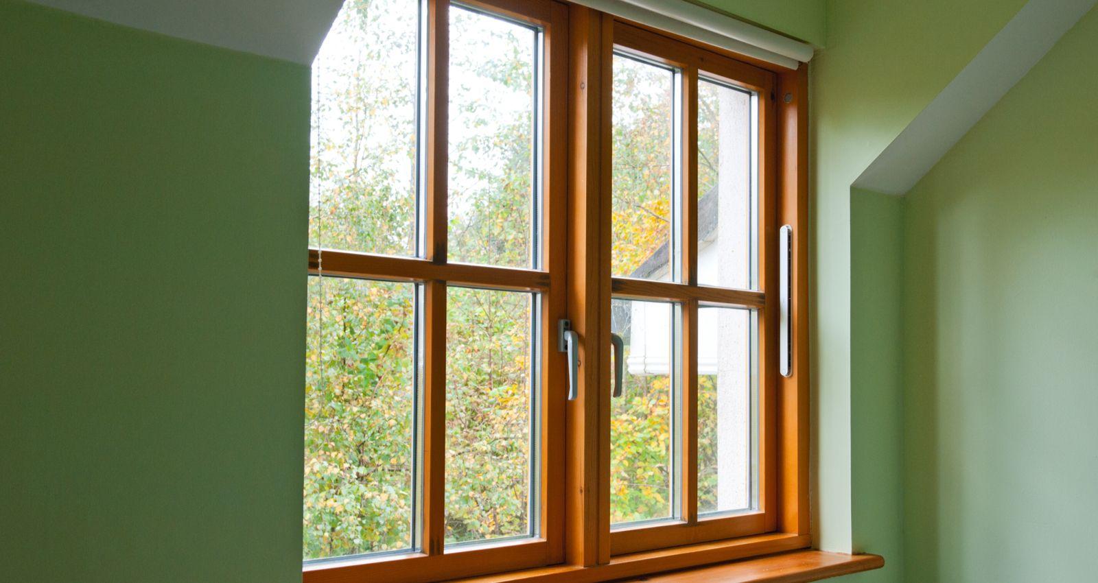 Comment Peindre Des Fenetres En Bois combien coûte l'installation, la pose d'une fenêtre en bois